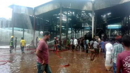 Khalishpur Meghna oil depot catches fire, 3 killed