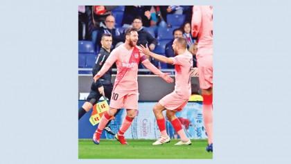 Messi free-kick magic keeps Barca top