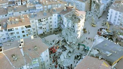 Powerful quake kills 21 in Turkey