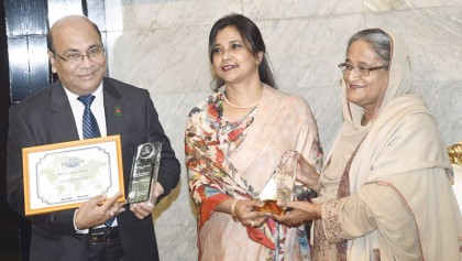 PM receives 2  int'l awards