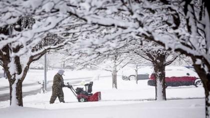 Storm punishes swath of US with snow, ice, freezing rain