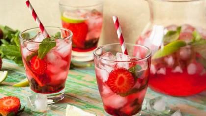 Lemon ,berry detox drinks for weight loss