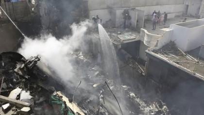 Pakistan plane crashes near Karachi, all 107 killed