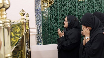 PM offers ziarat at mazar of Great Prophet