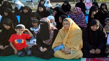 Sri Lanka's Muslim women urged not to wear niqabs amid security tensions