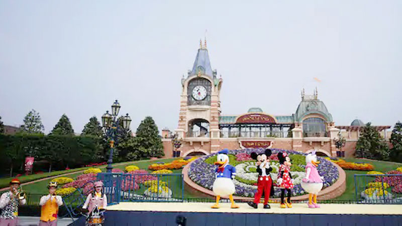 California relaxes Covid reopening rules for Disneyland, stadiums from April