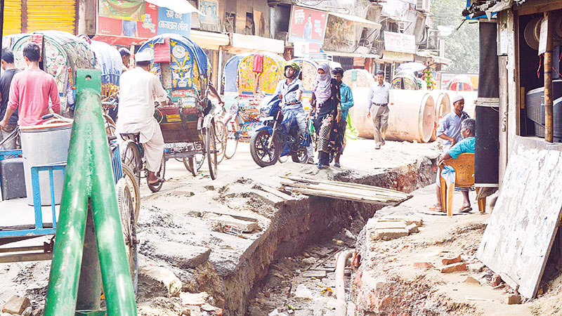 Unplanned road digging makes people suffer