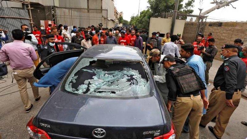 Gunmen attack Pakistan stock exchange, 6 killed
