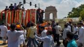 Thousands join Atal Bihari Vajpayee's final journey