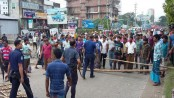 Auto rickshaw  drivers clash with cops on Dhaka-Ctg highway
