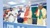 Ramendu Majumdar awarded with 'Gandhi Memorial Peace Prize'