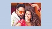 Jacqueline in Bengali-Punjabi mix 'Genda Phool'