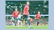 ManU strike right into City's title hopes