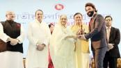 PM distributes Nat'l Film Awards