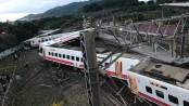 17 killed as train derails in Taiwan
