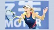 Wozniacki, Kerber ease through