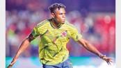 Zapata takes Colombia into quarters